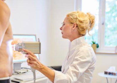 Hautuntersuchung bei Dermatologe Dr. med. Kißlinger